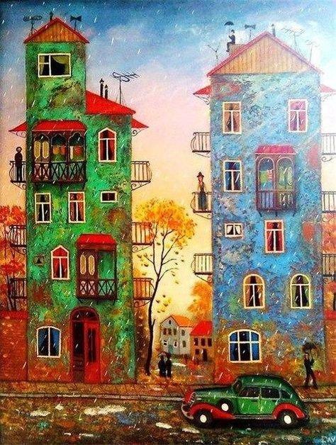 Sulla sinistra una casa verde con un uomo sul balcone. Sulla destra una cosa azzurra con una donna sul suo balcone. Gente con l'ombrello per strada mentre piove e un'automobile antica di colore verde con i parafanghi rossi.